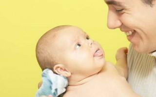 Белый налет на языке у грудничка: причины, лечение