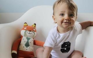 Развитие ребенка в 9 месяцев: что должен уметь