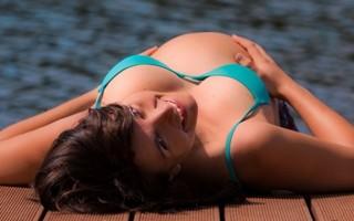 Можно ли беременным купаться в речке