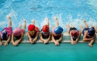Как быстро научить ребенка плавать