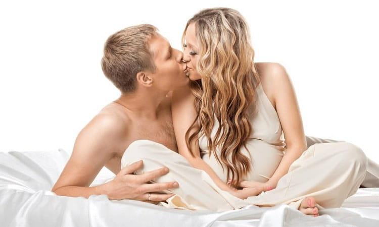 Интимная близость на таком сроке обычно яркая, этому способствует гормональный фон женщины.