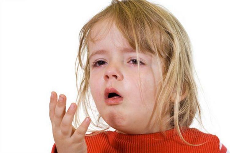 Антибиотики для детей при кашле и насморке на назначаются, так как это скорее симптомы простуды или вирусной инфекции, но не бактериальной.