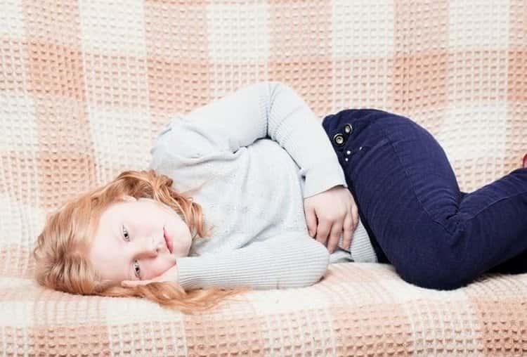 Одним из распространенных побочных эффектов после приема препарата является боль в животе.