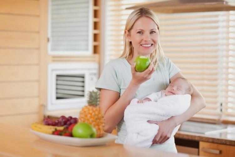 очень важен вопрос о том, как убрать живот после родов кормящей маме, ведь ей надо хорошо питаться.