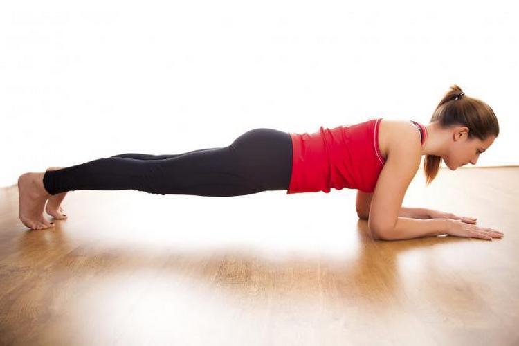 Хорошие упражнения для похудения живота после кесарева сечения это планка.