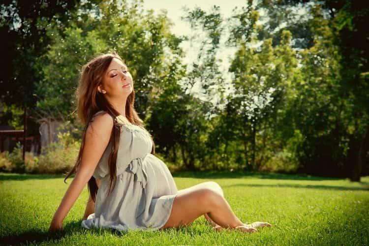 Для профилактики маловодия важно вести здоровый образ жизни, больше пребывать на свежем воздухе, правильно питаться.