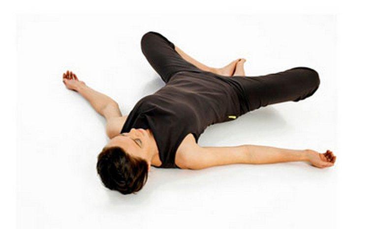 Такое упражнение тоже способствует укреплению хрящевых соединений в области лобка.