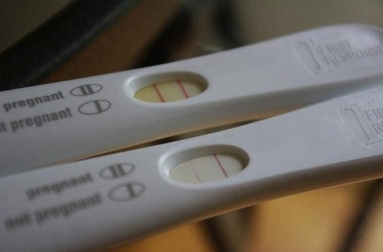 Что делать, если на тесте беременности вторая полоска еле видна?