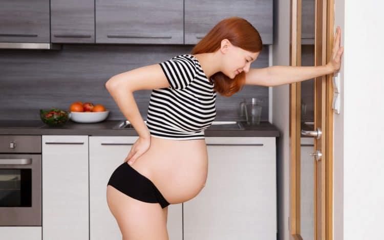 Узнайте также, каковы симптомы тонуса матки при беременности в 1 триместре.