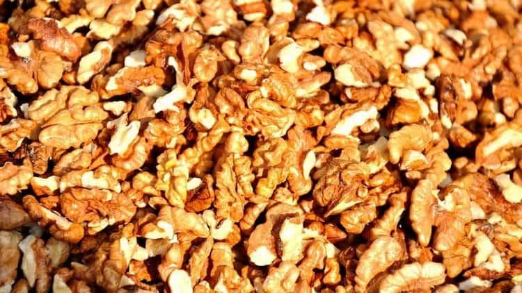 Кушаем полезные грецкие орехи во время беременности