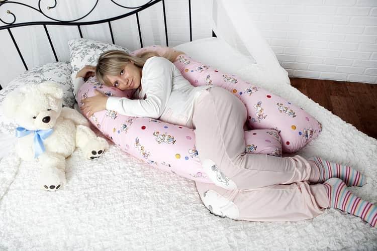 Чтобы избавить от такой боли, важно также спать в максимально удобной позе.