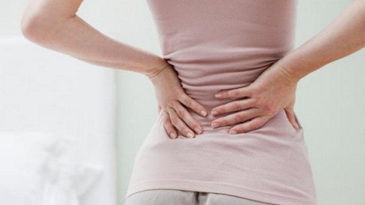Если болит спина на ранних сроках беременности, это может свидетельствовать об обострении хронических заболеваний.