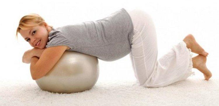 При боли хорошо помогают упражнения для спины для беременных.