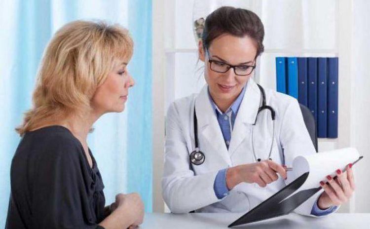 если у женщины уже есть дети и она больше не планирует беременеть, врач может выбрать выжидательную тактику.