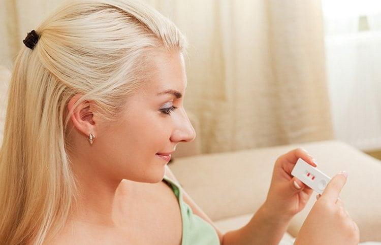 Планирование беременности при эндометриозе должно учитывать все риски, женщине крайне важно посещать врача.