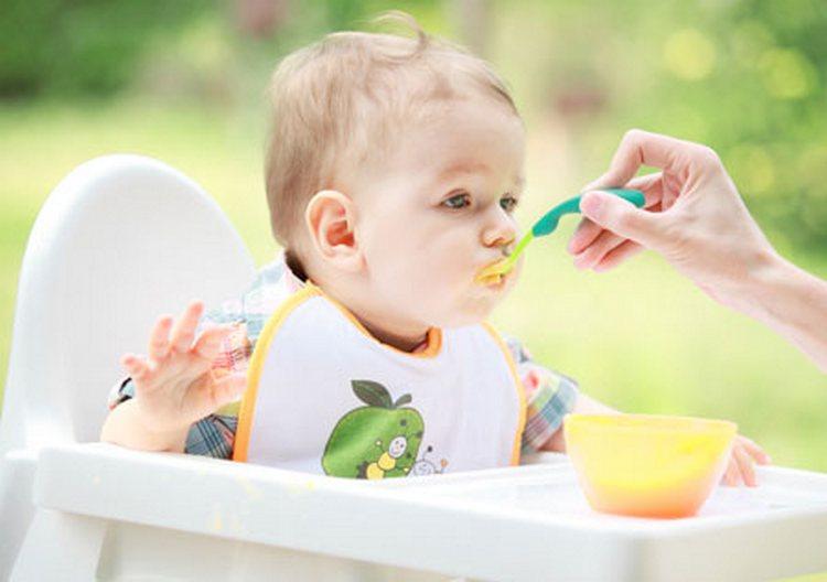 В день прививки желательно не нагружать ЖКТ ребенка тяжелой едой.