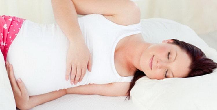 Действительно ли беременным нельзя спать на спине: почему