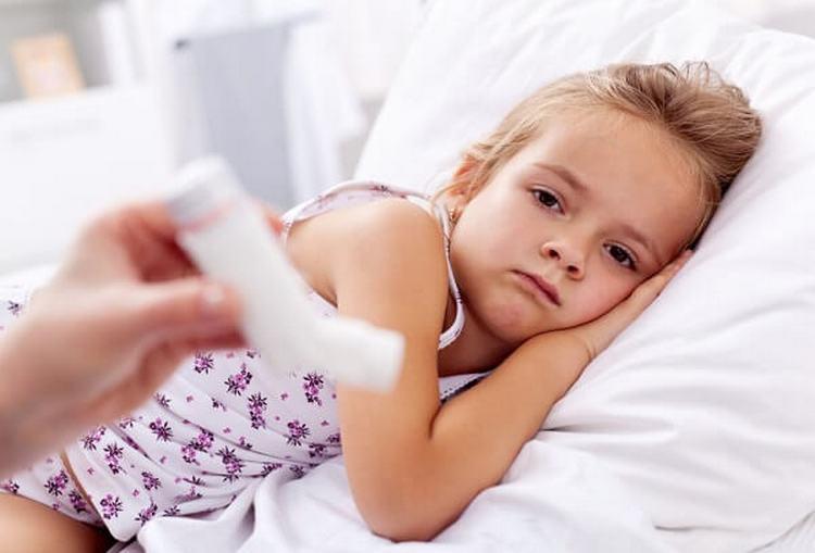 Есть ряд заболеваний и состояний, при которых прививки все равно надо делать и которые не являются причиной для отвода.