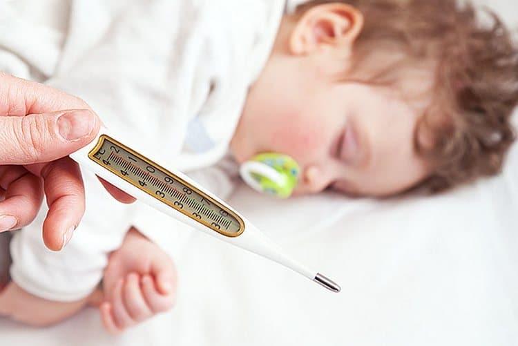 Календарь прививок с рождения нарушается, если у ребенка наблюдалась, например, реакция гиперчувствительности на предыдущее введение вакцины.