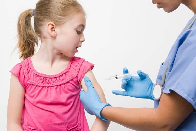 Согласно национальному календарю профилактических прививок, некоторые прививки надо сделать перед садиком и перед школой.