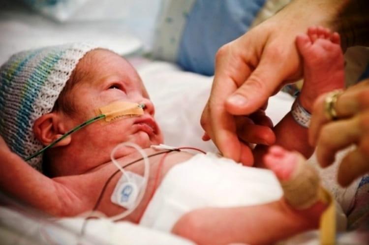 Курения во время беременности может привести к страшным последствиям для ребенка.