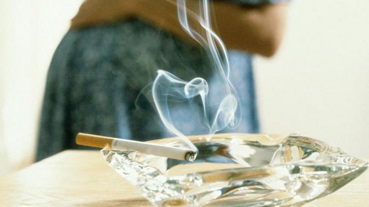 Конечно же, беременной женщине стоит бросить курить сразу же после того, как она узнает о своем положении.