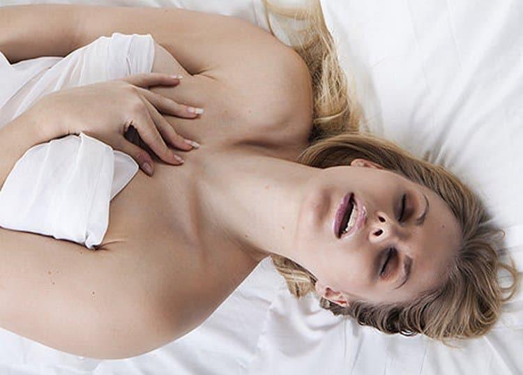 Вопреки распространенному мнению, оргазм во время беременности может быть в несколько раз более ярким, нежели до нее.