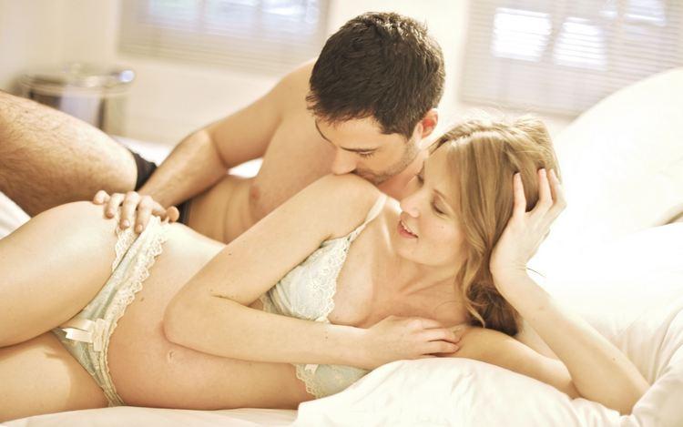 Многих женщин интересует, можно ли беременным получать оргазм.