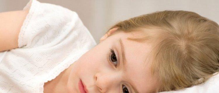 Ребенок может также быть сонливым, ослабленным.