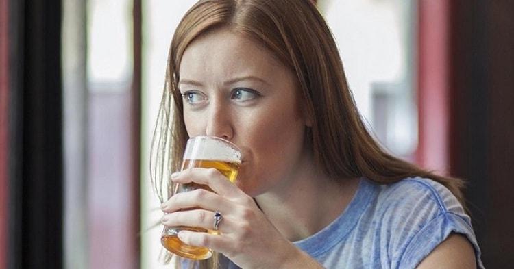 Поговорим о том, можно ли при грудном вскармливании безалкогольное пиво.
