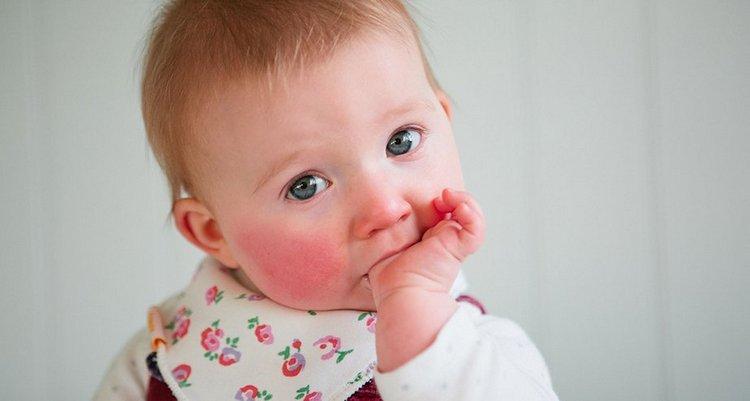 Помните, что употребление пива кормящей мамой может спровоцировать аллергию у ребенка.