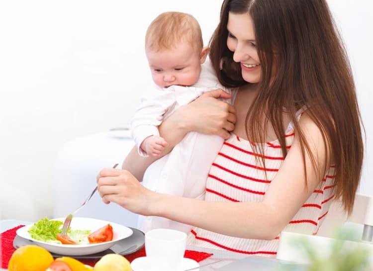 Диета при кормлении грудью чрезвычайно важна.