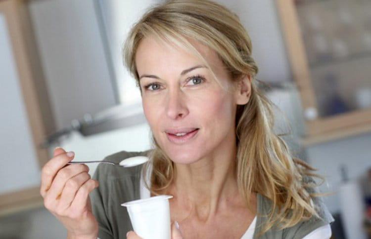 Диета во время грудного вскармливания основана на принципах питания маленькими порциями, но чаще.