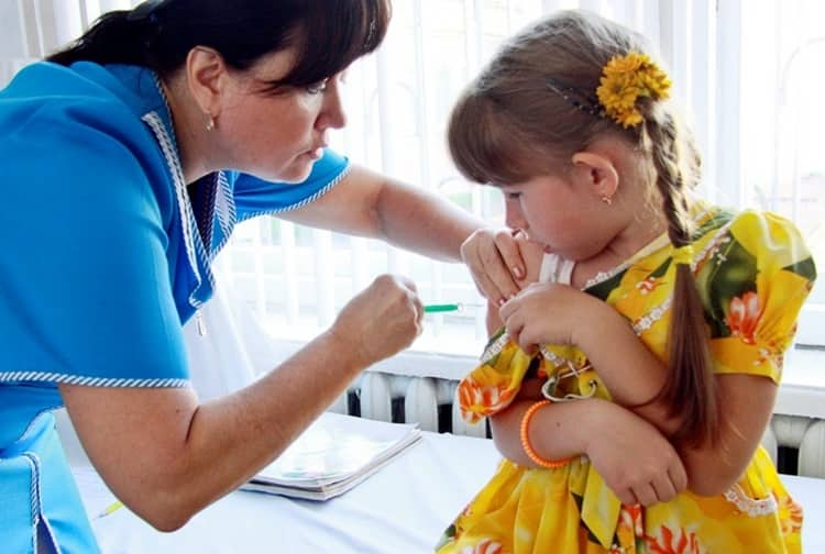 В группу риска по заболеваемости гепатитом В входят в частности дети с детских домов и приютов.