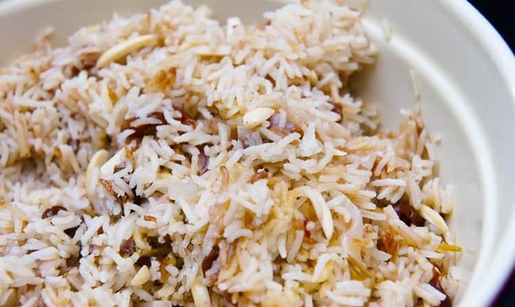 рис с финиками внесет приятное и полезное разнообразие в диету будущей мамочки.