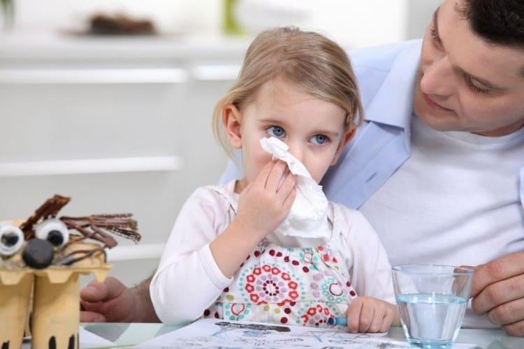 Очень часто родители и сами врачи принимают первые проявления гемофильной инфекции за обычную простуду у ребенка.