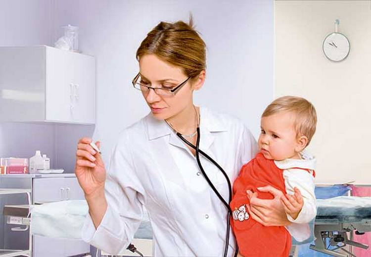 Чрезвычайно важно, чтобы ребенка осмотрел педиатр перед тем, как проводить вакцинацию.
