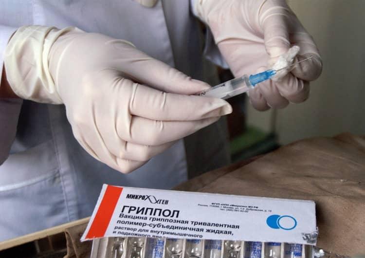 Прививка входит в календарь прививок и поэтому в поликлиниках проводится бесплатно.