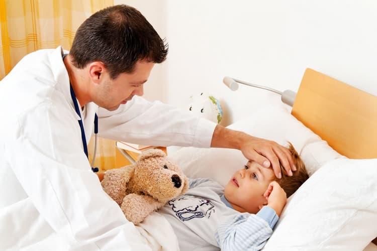 Грипп дает сильные осложнения, поэтому лучше перестраховаться и сделать прививку заранее.