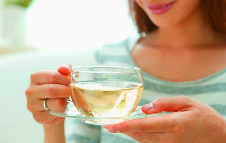 Чтобы снять головную боль, можно заварить травяной чай.