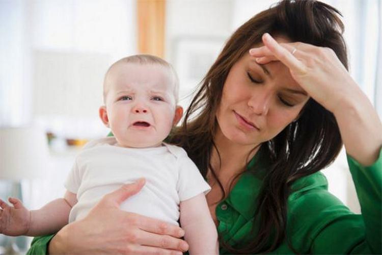 Кормящие мамы могут использовать Ибупрофен для снижения температуры, устранения головной, суставной боли.