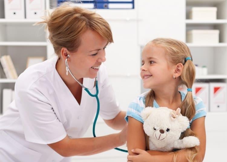 Перед прививкой желательно сдать общий анализ крови, ребенка также должен осмотреть педиатр.