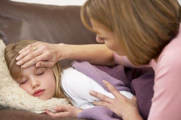 После прививки возможна вялость, сонливость, незначительное повышение температуры.