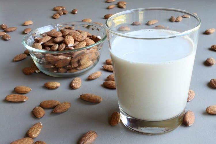 Орехи и молочные продукты положительно влияют на качество спермы.