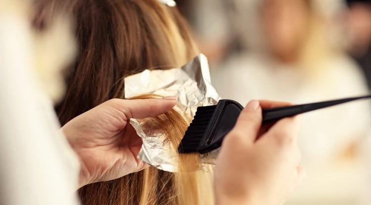 Меры предосторожности при краске волос