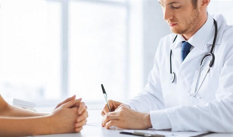 Иногда коричневые выделения во время беременности это продолжение менструации, об этом надо сообщить своему гинекологу.