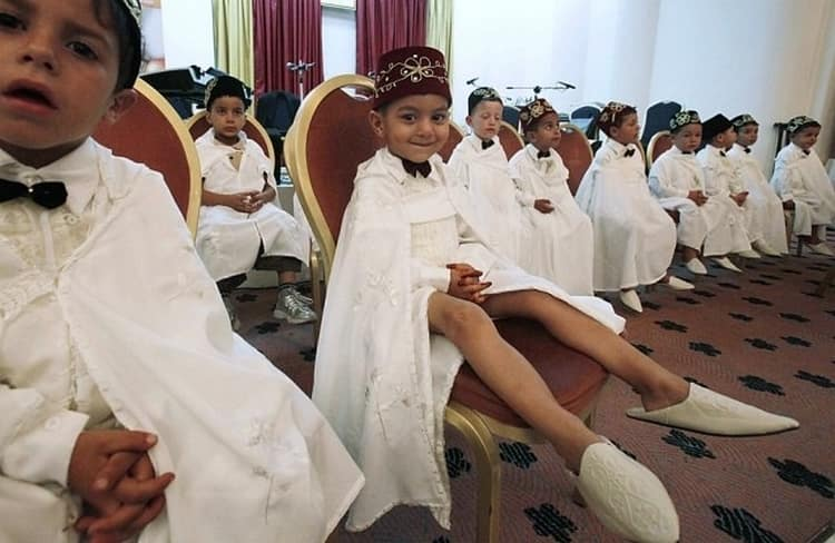 То, в каком возрасте делают обрезание мальчикам, зависит от его причины: медицинских показаний или религии.
