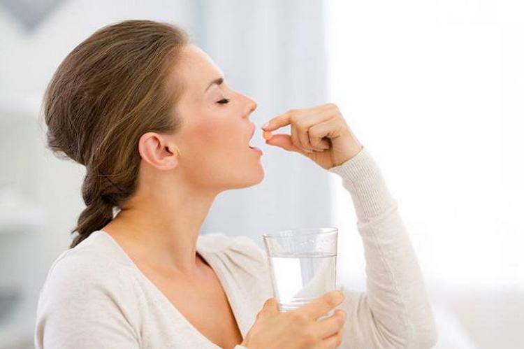 Если вам пришлось выпить парацетамол при грудном кормлении, лучше всего прикладывать малыша к груди не ранее, чем по прошествии трех часов после таблетки.