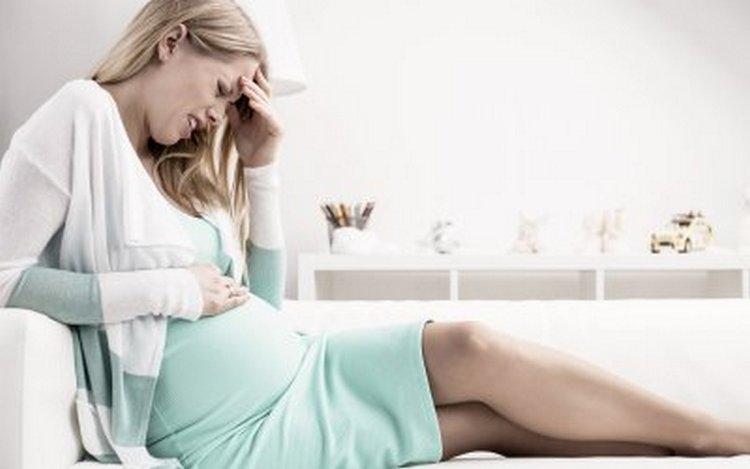 Из-за такой проблемы и беременной может развиться анемия, а также даже гестоз.