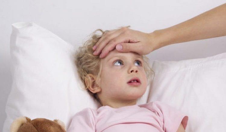 У некоторых детей после вакцинации может подняться температура.